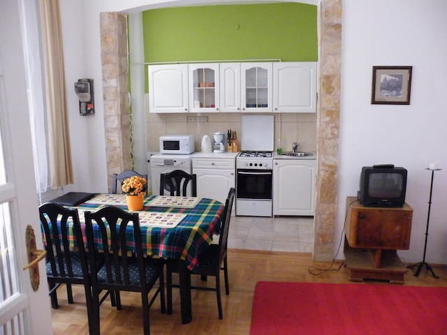 SuperCenter with free internet - Budapest - Apartment