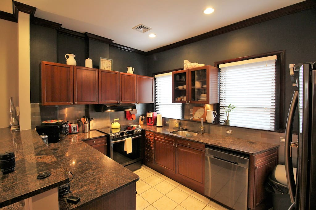 Open Kitchen!   Fully Applianced /Equipped/Stainless/Granite