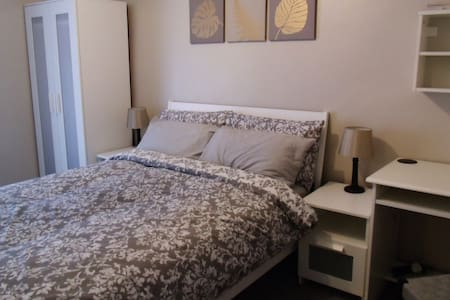 Dbl room near Swansea (SA7), more rooms available! - Birchgrove