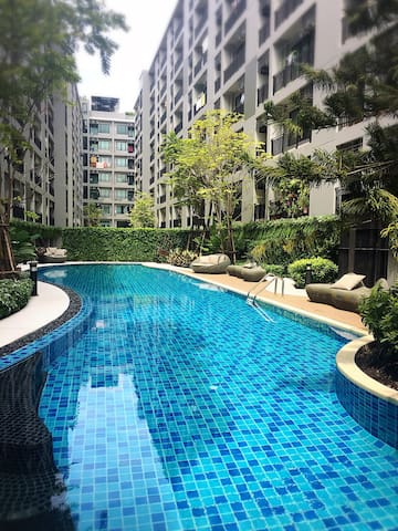 Hot Deal! 1BR Free Wifi/Pool/Gym near BTS Samrong
