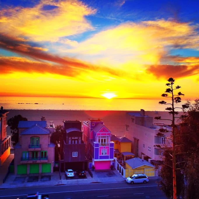 Santa Monica, CA Sunset.  20 minutes to the beach from West Hollywood.