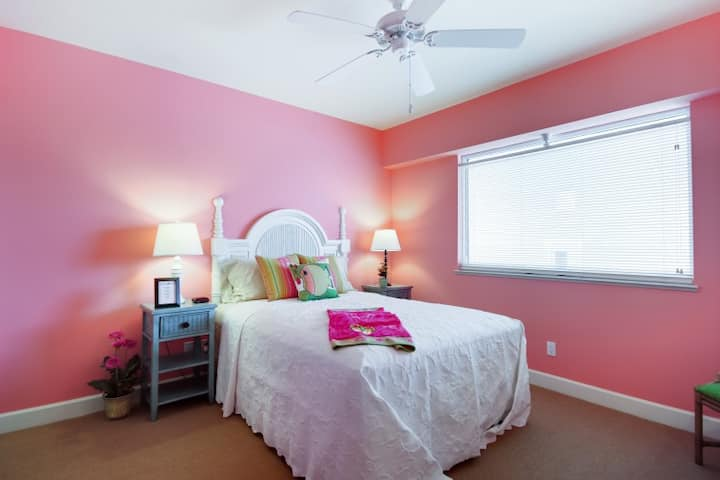 Bright beachy 2 bedroom