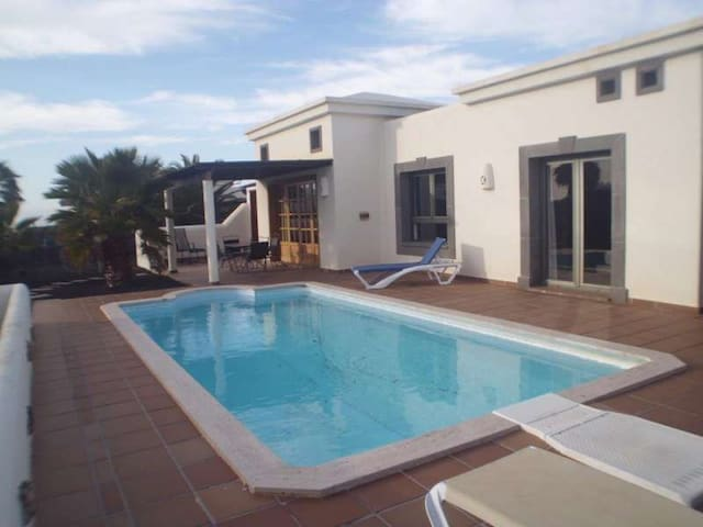 Villa BELAKARRA in Playa Blanca for - Yaiza - Villa