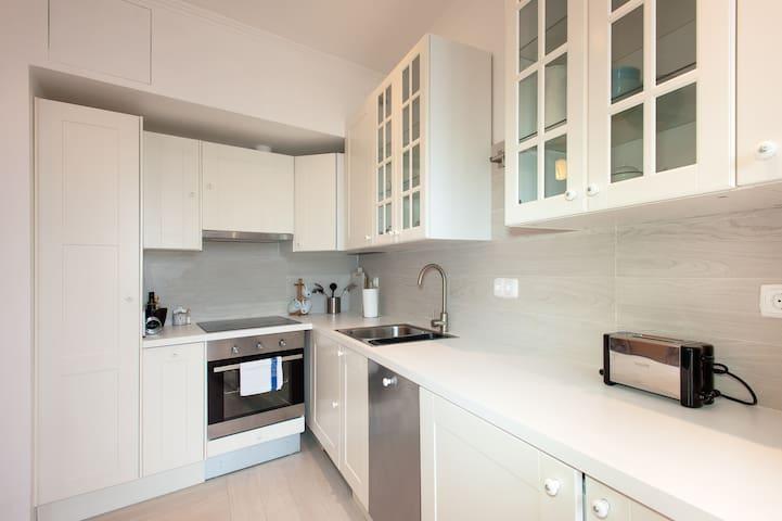 Kitchen with washing machine, dishwasher, oven...