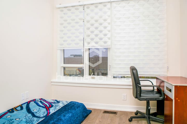 A Bright Private Room, Ideal for Students!
