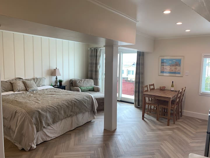 Beach Getaway:   Spacious Studio w/Kitchenette