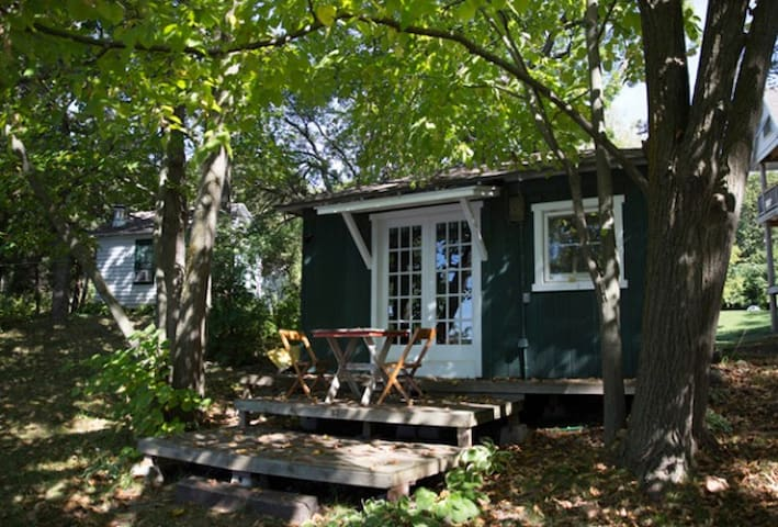 Two Side-By-Side Vintage Cabins - Elkhorn - Hytte