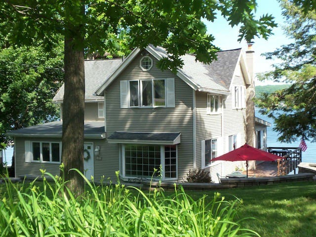 Graywood South on Conesus Lake Vacation Cottage - Geneseo