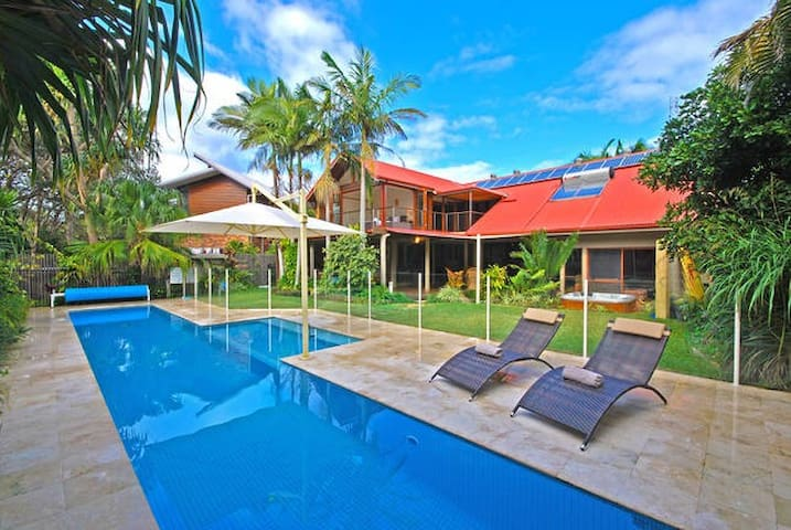 Sun drenched Byron Beach Pad