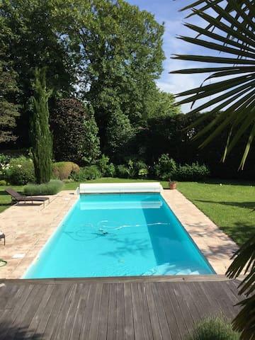Maison Joussaume Latour: Ch La Cigale et la Fourmi