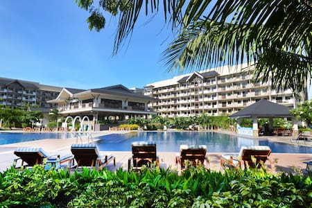 2-Bedroom Tropical Resort-like Condo near Airport