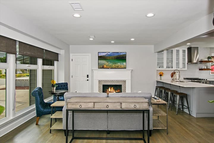 Luxurious Contemporary Living at ❤ of Covina
