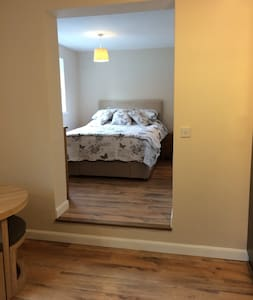 Spacious apartment,refurbished and self-contained. - Bradwell-on-Sea - Apartmen
