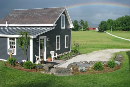 Luxury Cottage on an Organic Farm - Brandon