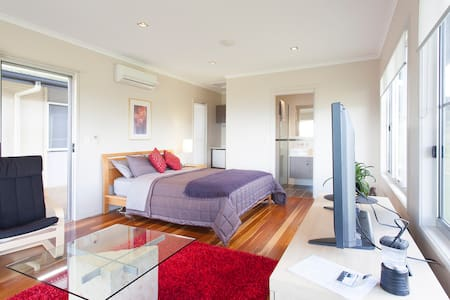 Modern Maleny Studio, great views - Appartement