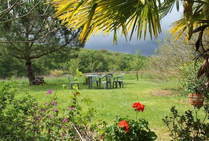 calme et jolie vue sur vallon boisé - Lévignac-de-Guyenne - Penzion (B&B)