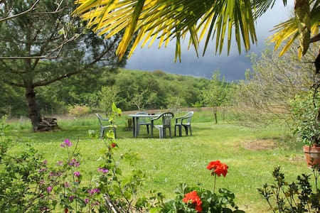 calme et jolie vue sur vallon boisé - Lévignac-de-Guyenne - B&B