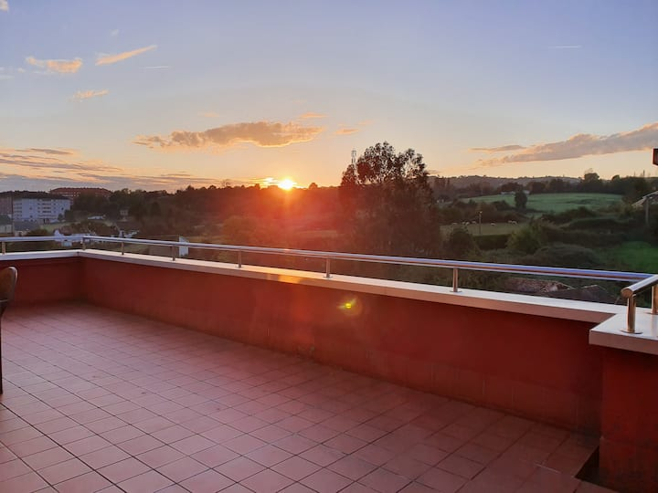 Oviedo con vistas.Ático con terraza, WIFI, Netflix