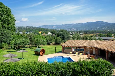 Beautiful Rural House with heated pool-ELS CINGLES