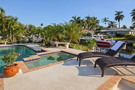 Amazing Waterfront Villa with Heated Pool and Spa - Boca Raton