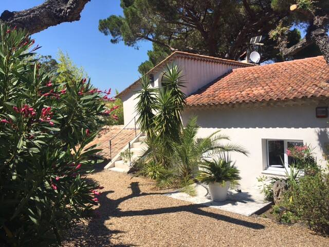 FULLY RENOVATED VILLA ST-TROPEZ SALINS. beach 300m
