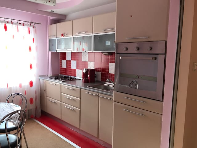 Luxury 2 Bedroom Apartment Quiet Neibourghood - Pitești - Wohnung