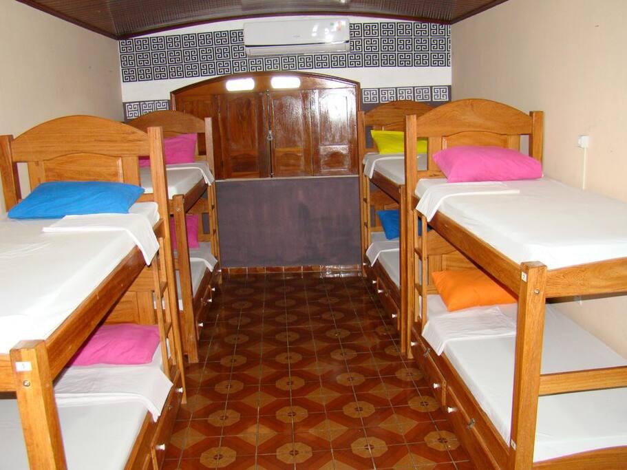 Quarto coletivo 10 camas