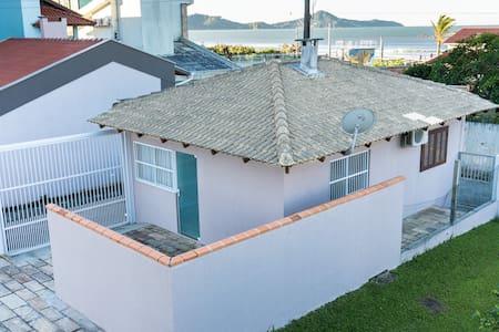 Charmosa e Confortável Casa - Bombinhas