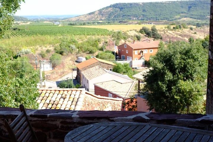 Au calme dans une maison de village