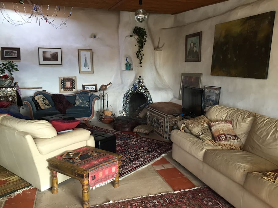 Fireplace, tv (dvd only), wifi