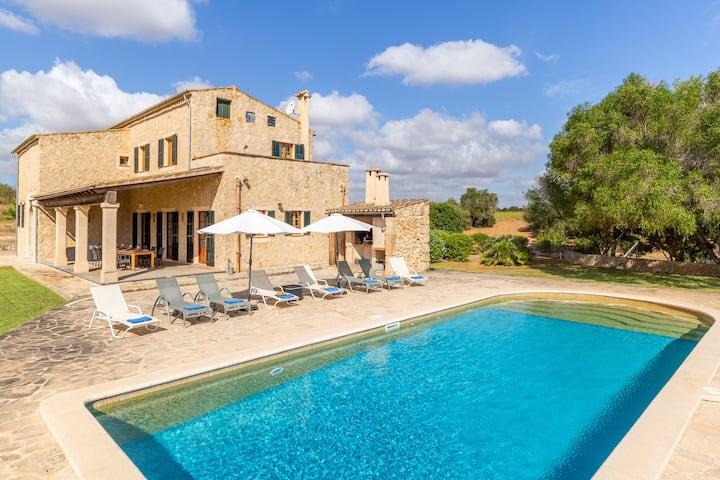 Majorcan rustic villa with incredible views