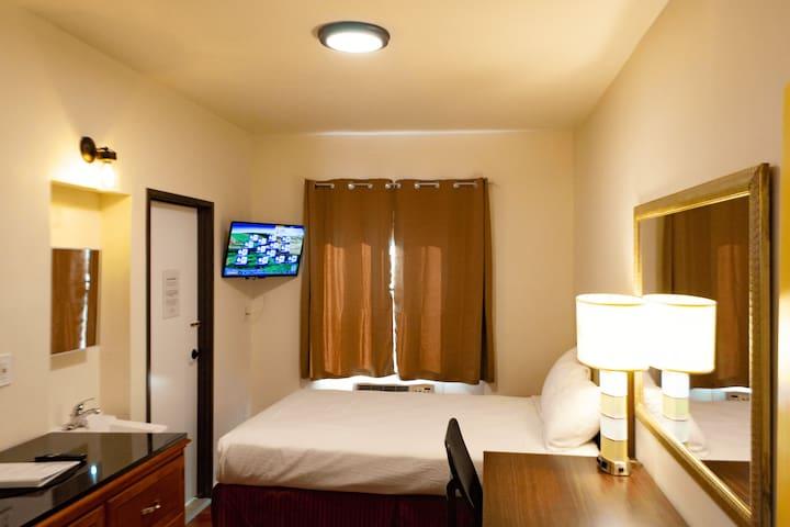 Private room with Jack-n-Jill Bath- Rm 11