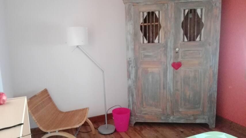 Je propose une chambre. - Orange - House