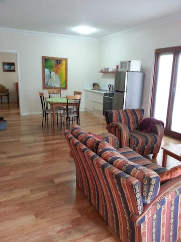 Spacious Two Bedroom Limestone South Fremantle - South Fremantle - Apartmen
