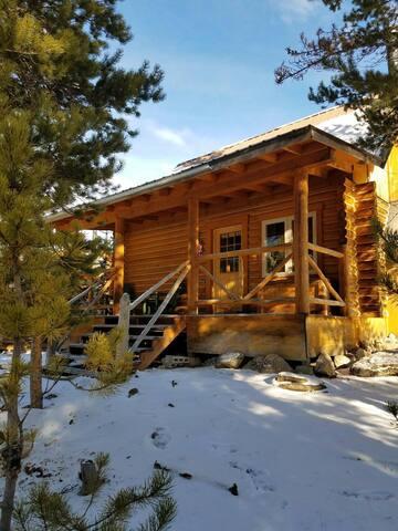 Potosi Hot Springs and Cabin Rentals ELK CABIN