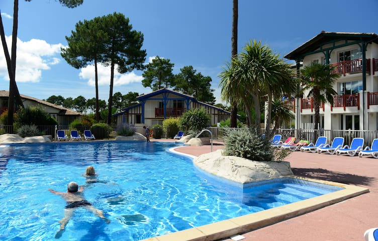 Maison Duplex 6/8 personnes au milieu des pins avec piscine chauffée