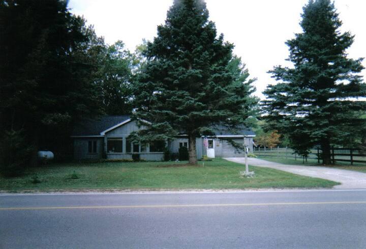 Cozy Torch Lake Cottage