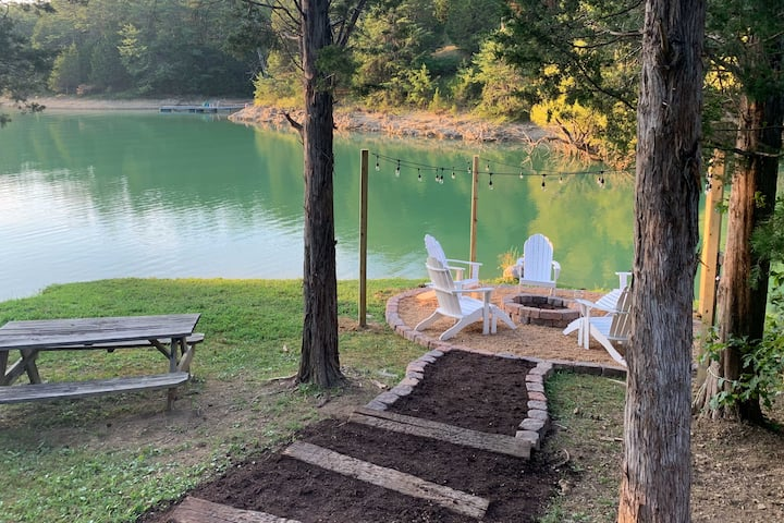 Smoky Mtn Lakefront Cabin w/ Hot Tub & Fire Pit!