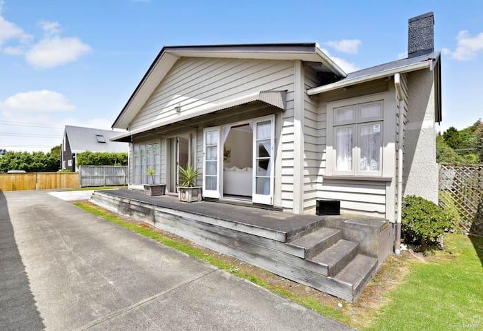 Double bedroom near Auckland botanical garden
