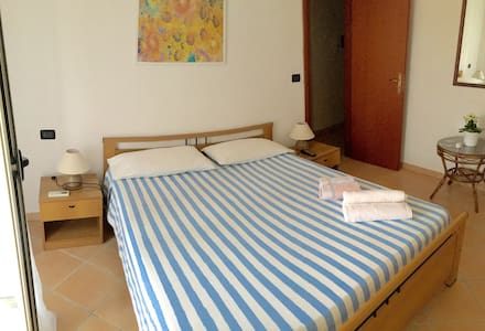 La camera di Mel - Santa Domenica - Bed & Breakfast