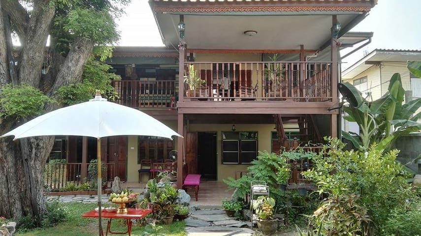 Lamour's Fisherman house - Muang Pattaya - Bed & Breakfast