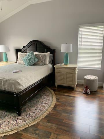 Master bedroom, hotel bedding