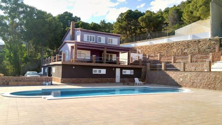 Chalet/casa en el monte y a 5km del mar.