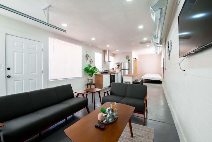 Quaint cozy studio located in the heart of El Paso