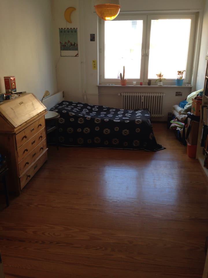 Schönes großes Zimmer über 20 qm