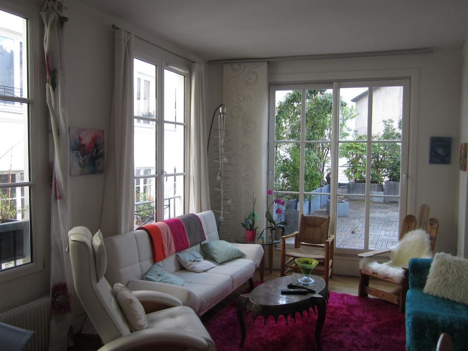Charme et terrasse bastille paris appartements louer for Fenetre bastille