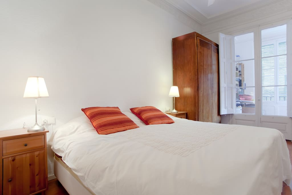 Room 1: More than just a bed to sleep: a room built in a spacious and airy.