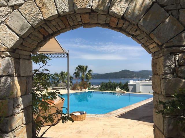 Private villa in Türkbükü - Göltürkbükü Belediyesi - Ev