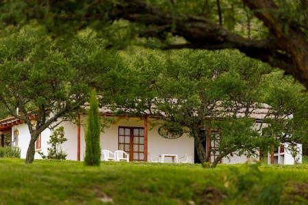 Casita  de campo alegre - San Antonio de Arredondo - Casa