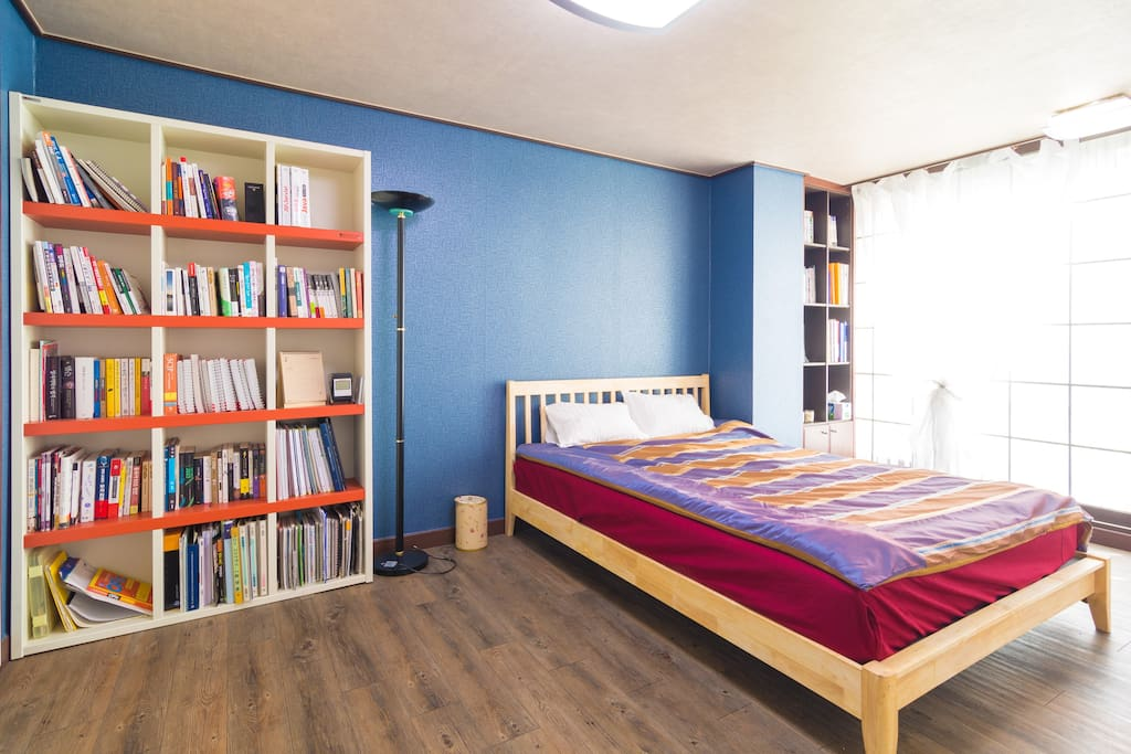 certainly suitable for family stay due to it's large size. this room is very bright, quiet and roomy